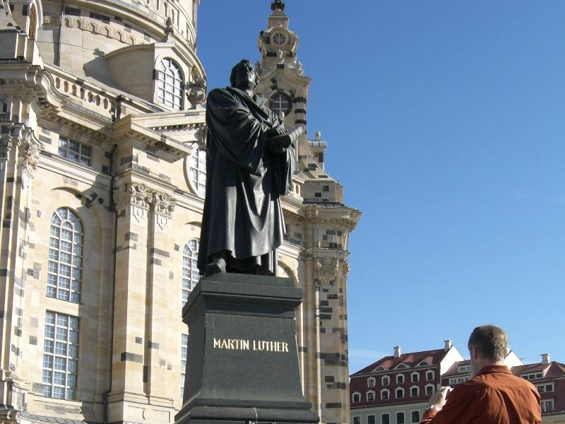 During a themed guided tour in Dresden you will also see the famous Frauenkirche (Church of our Lady)
