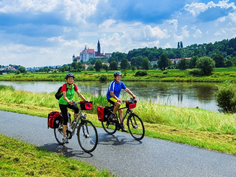 Cyclists along the Elbe Cycle Path in Meißen